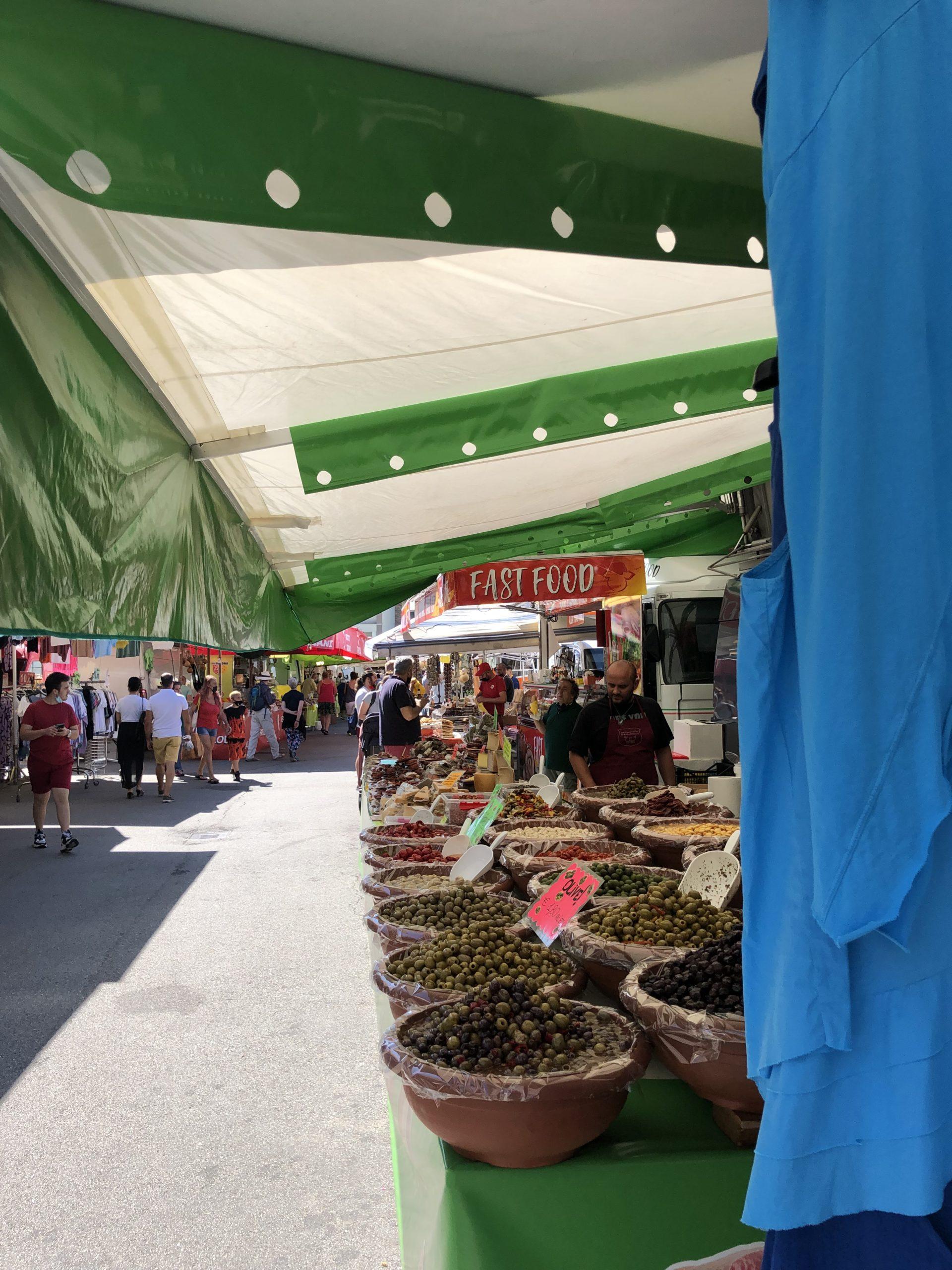 Ferienwohnung, Markt Luino